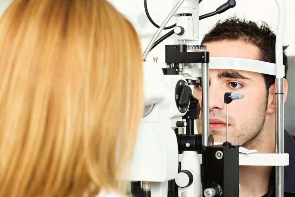 Can an optician detect diabetes